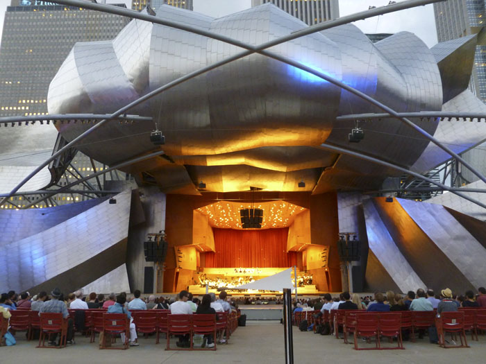 jay pritzker pavillion in millenium park, chicago
