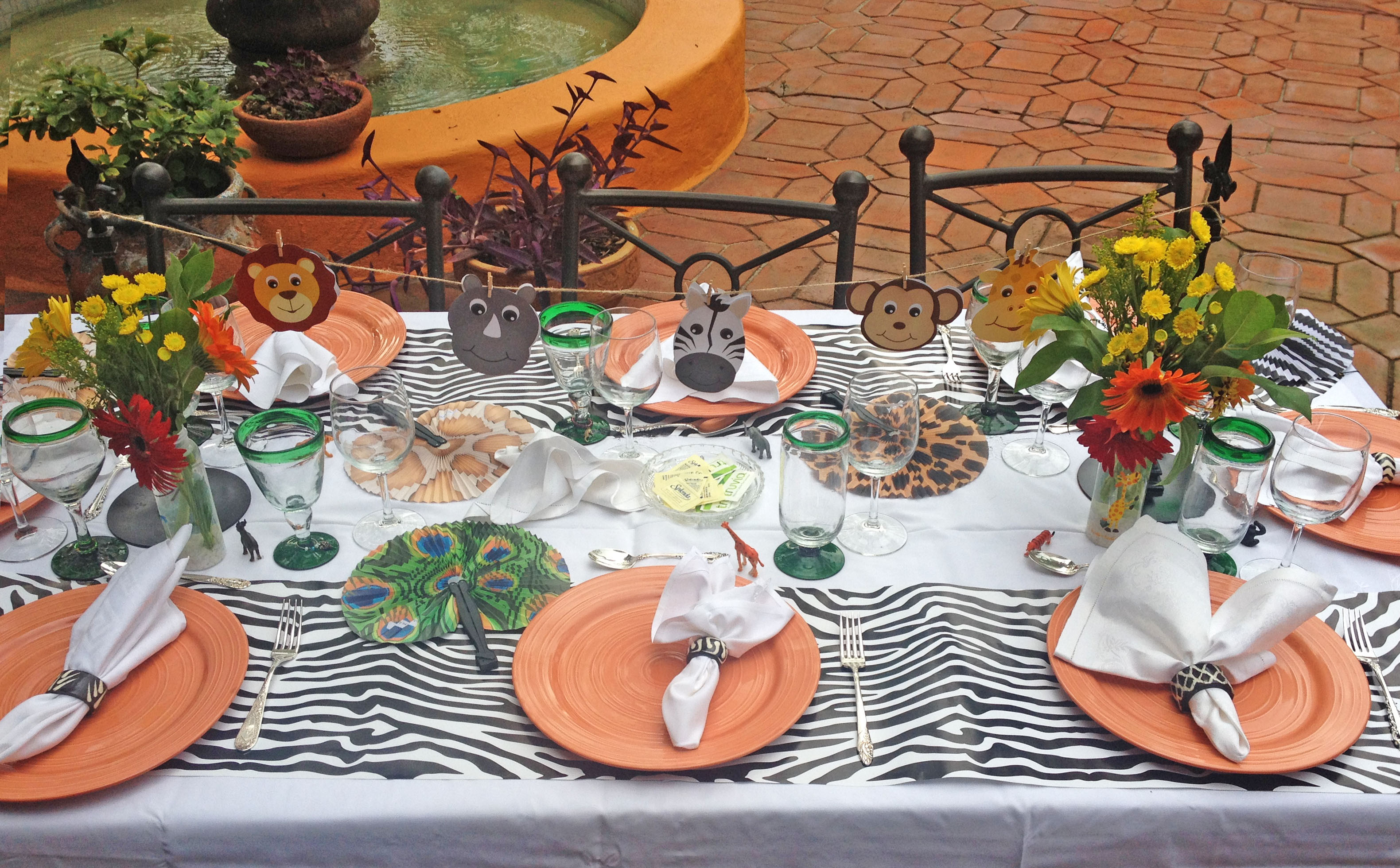 Cuuuute jungle themed baby shower pics and where to get for Animal decoration ideas